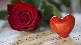 Как звезды провели День всех влюбленных