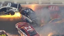 Грандиозная авария нагонке NASCAR попала навидео