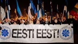 Видео: Факельный марш поулицам Таллина— вЭстонии отметили День независимости
