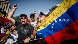 Видео: Что США пытались ввезти вВенесуэлу под видом гуманитарной помощи