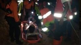 Оползень вИндонезии: Десятки работников золотодобывающего рудника под завалами— видео