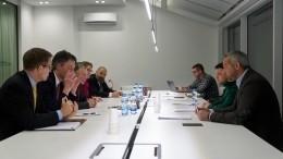 Фото: Владимир Зеленский встретился спослом США ипредставителем Госдепа