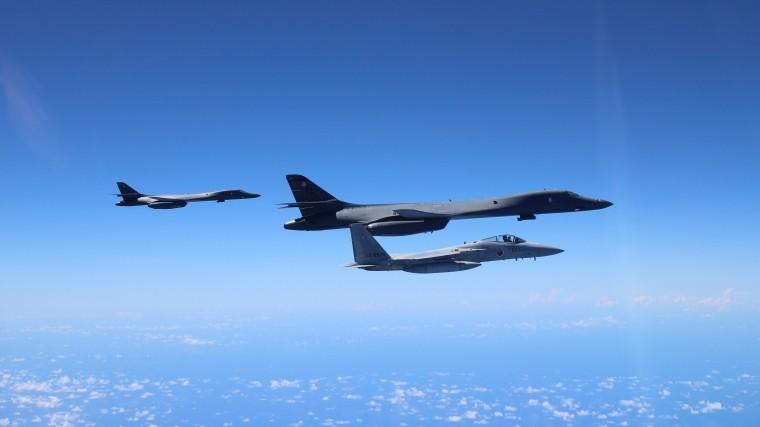 Многочасовую разведку провели самолеты ВВС иВМС США уграниц России