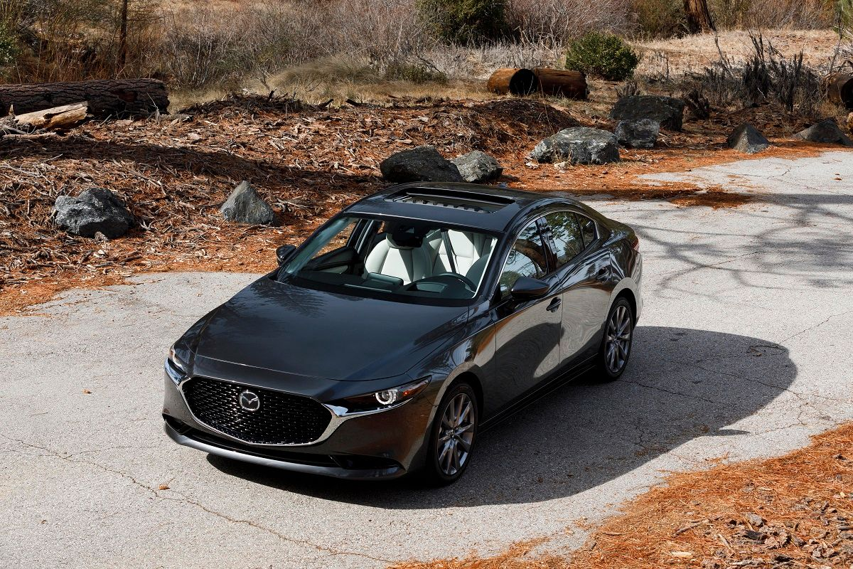 Mazda 3 вкузове седан