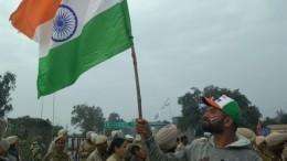 Видео: Пакистан отправил народину индийского военного летчика