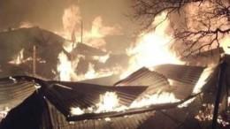 Видео сместа чудовищного пожара вДагестане, который охватил сразу несколько домов
