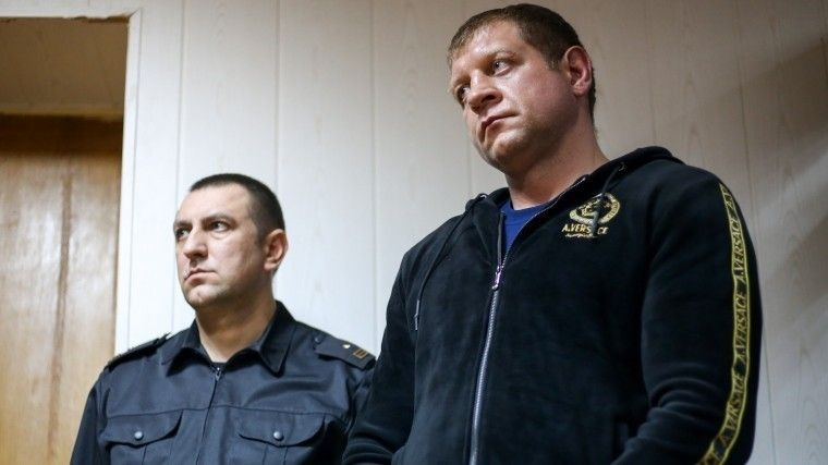 Задержавших Емельяненко полицейских пригрозили уволить
