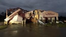 Видео: 22 человека стали жертвами мощнейшего торнадо вСША