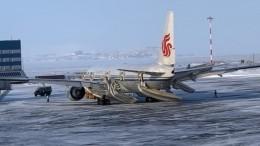 Видео эвакуации пассажиров самолета Air Chinа, экстренно севшего вАнадыре