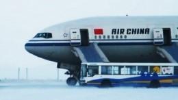 Натерпелись страху: пассажиры самолета, севшего вАнадыре, показали свою эвакуацию
