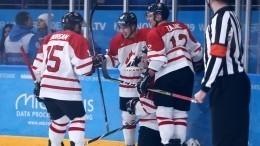 Видео: Хоккеисту сборной Канады вернули похищенную наУниверсиаде клюшку
