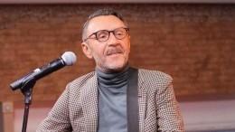 «Дядя, видимо, уже непомнит жизни»— Шнуров осудил депутата заслова об«алкашах итунеядцах»