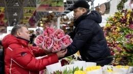 Видео: Праздник на10 баллов— мужчины сутра штурмуют цветочные рынки