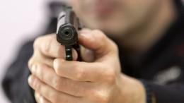 Видео: Вооруженный налетчик ограбил «Связной» навостоке Петербурга