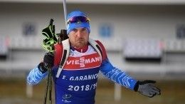 Российский биатлонист ошибочно пробежал лишний круг после промаха насоревновании