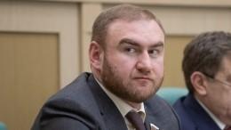 Арашукова временно отстранили отдолжности сенатора