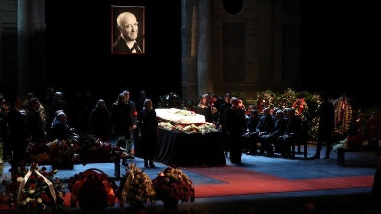 Прах Владимира Этуша захоронили наНоводевичьем кладбище