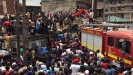 Видео: Больше ста человек оказались под завалами рухнувшей школы вНигерии