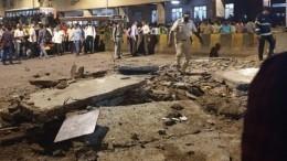 Видео: Четыре человека погибли при обрушении моста вМумбаи
