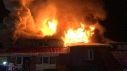 Мощный пожар полностью охватил автосервис вСамаре— видео