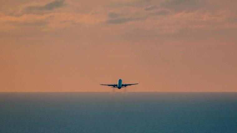 ВСочи экстренно приземлился самолет Воеing 737-800 из-за неисправности наборту
