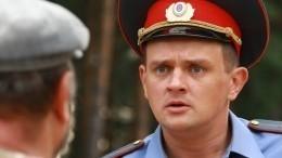 Сергея Фролова выгнали издома. Актеры дежурят возле его квартиры ипризывают помочь