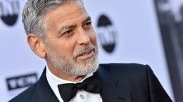 «Ябыл удивлен»: Джордж Клуни о«танцах настоле» принца Чарльза
