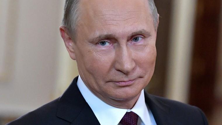 Путин подписал закон облокировке фейковых новостей