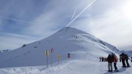 Группу горнолыжников вАльпах накрыла снежная лавина— видео