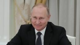 Видео: Путин начал заседание правительства сослов благодарности Назарбаеву