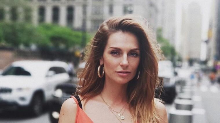 Выпускница «Фабрики Звезд» Саша Савельева улетела рожать вИзраиль
