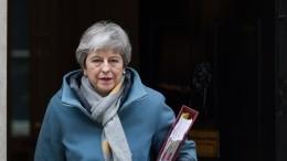 Премьер Британии просит отложить Brexit