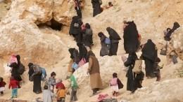 Тысячи сирийцев насильно удерживаются впалаточном лагере посреди пустыни
