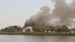 Встолице Судана горит президентский дворец— видео