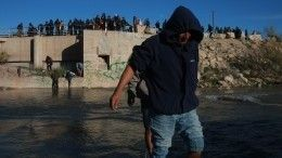 Новый караван мигрантов надвигается наСША состороны Мексики