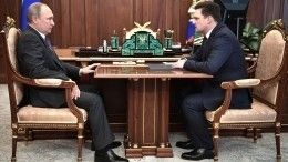 Глава «Почты России» пообещал Путину обеспечить цифровым телевидением деревни исела РФ