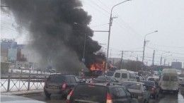 Кадры сместа: ВУльяновске посреди улицы вспыхнул трамвай