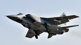 Видео: Истребители МиГ-31БМ проводят учения внебе над Астраханской областью