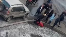 Жестокое избиение двух школьниц вНовокузнецке попало навидео