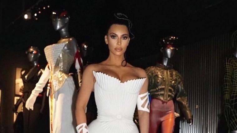 Уродливое фото Ким Кардашьян расстроило поклонников