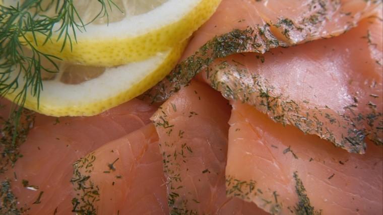 Как приготовить очень вкусную разварную лососину— простой видеорецепт XIX века