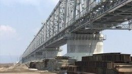 Мост через реку Амур сомкнули строители изРоссии иКитая