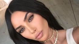 Ким Кардашьян выпустит новый парфюм вчесть губ своей сестры Кайли— видео