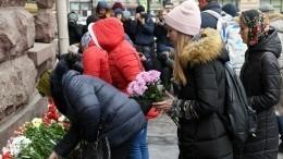 Видео: ВПетербурге почтили память жертв теракта вметро