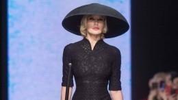 Лена Летучая открыла модный показ вобразе сексуальной ведьмы— видео