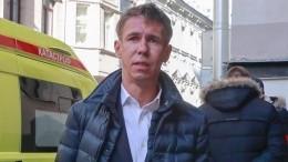 Панин опять оскандалился: родная дочь подает актеру рюмку сконьяком