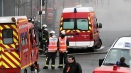 ВПариже после взрыва полыхает жилой дом