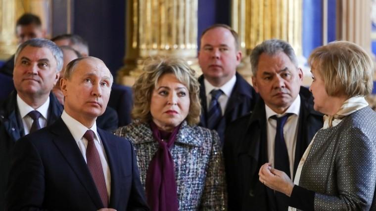 Владимир Путин посетил церковь Вознесения Христова вЕкатерининском дворце