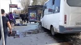 Шокирующие кадры: Маршрутка вВолгограде протаранила остановку, погиб мужчина
