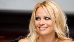 «Дьяволы, лжецы иворы»: Памела Андерсон высказалась обаресте Ассанжа